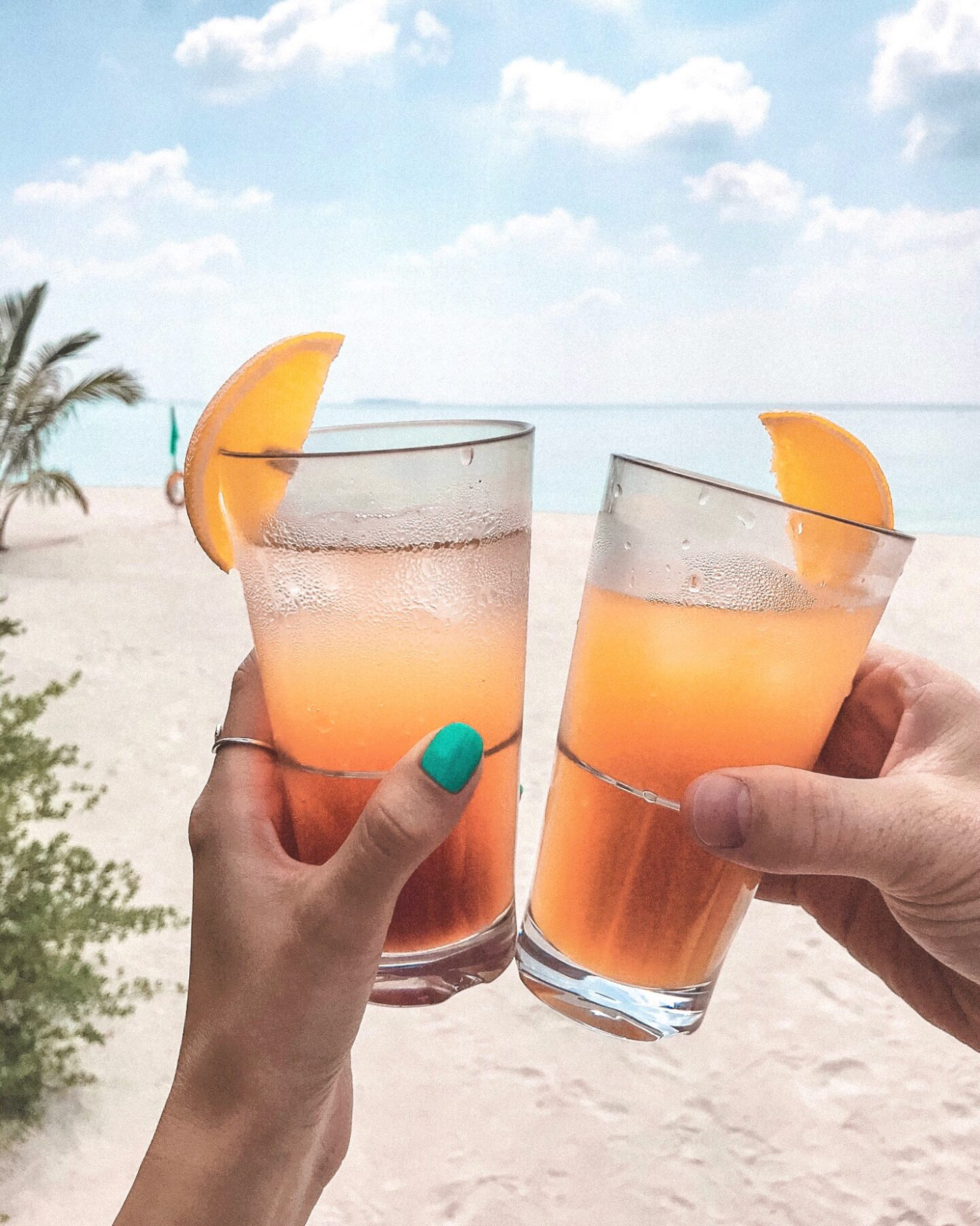 Enjoy the best Cocktails at the beach in the Maldives.